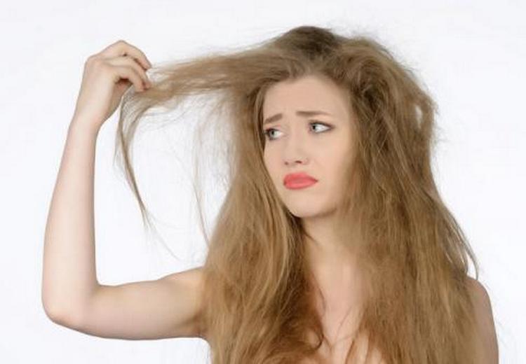 Витамины группы В полезны не только для роста волос, они помогают устранить сухость, тонизируют волосы.