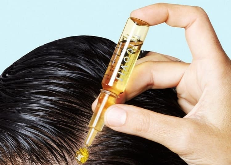 Маска для волос с витаминами группы очень эффективна, но процедуру надо проводить регулярно.