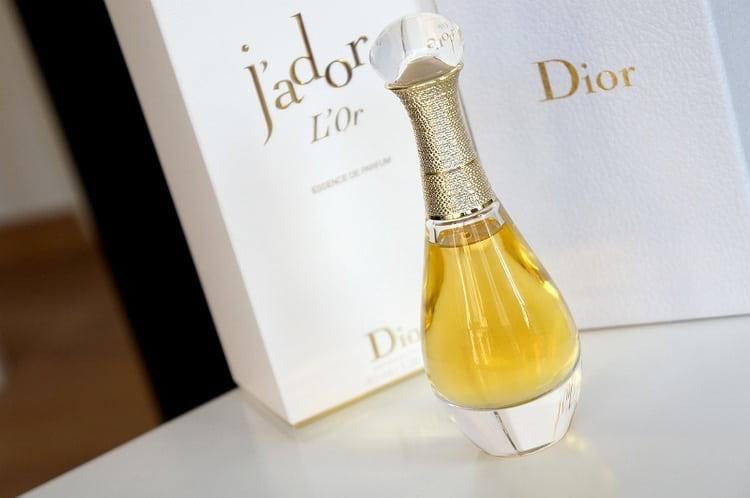 Среди всех видов женских духов Жадо от Диор выделяется аромат L'or.
