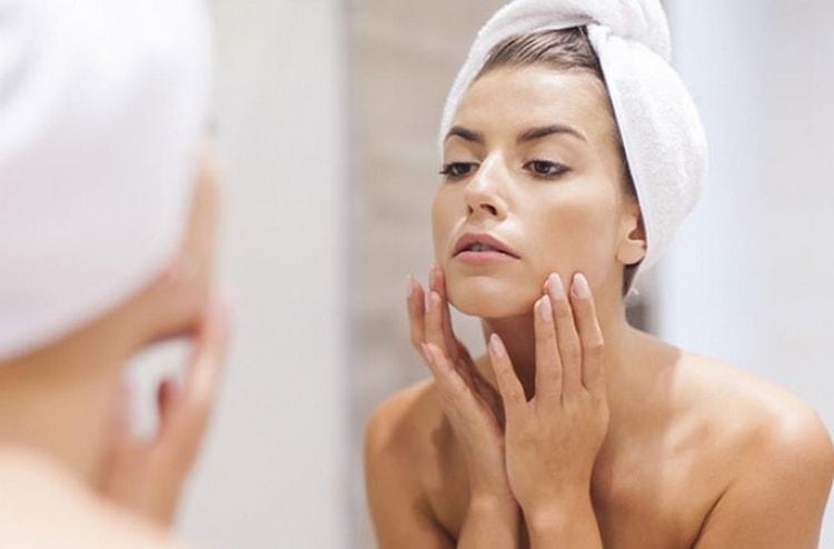Перед тем как сделать маску для лица из желатина, обязательно надо очистить лицо.