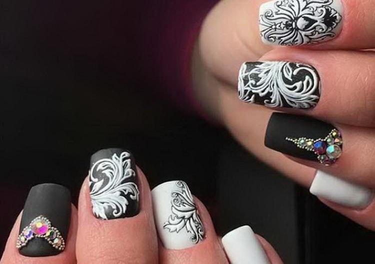 черно белый рисунок на ногтях фото преданию, таким образом