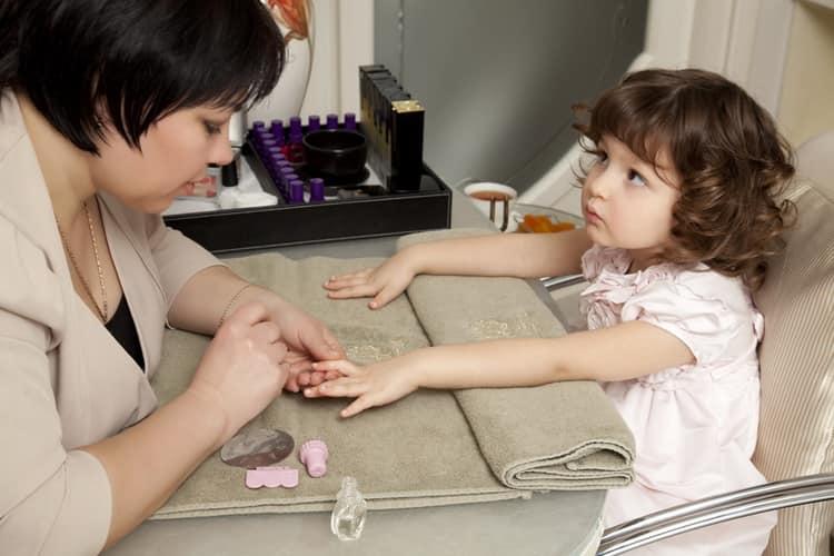 Модный детский маникюр с видео и фото
