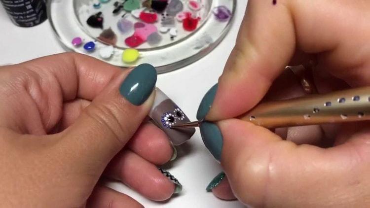Как сделать маникюр с точкой на каждом ногте