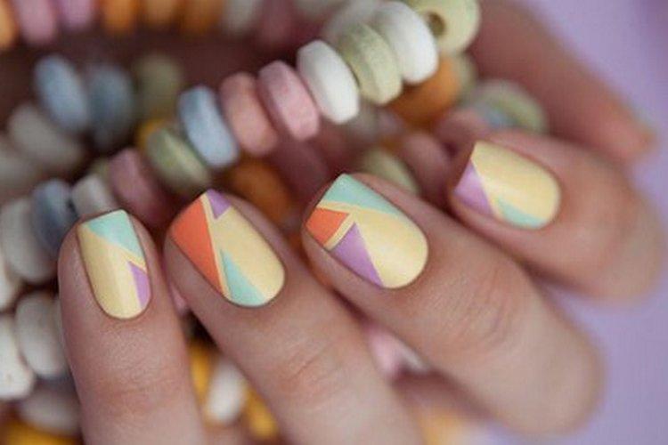 такое сочетание пастельных цветов на ногтях позволяет подбирать под маникюр самую разную одежду.