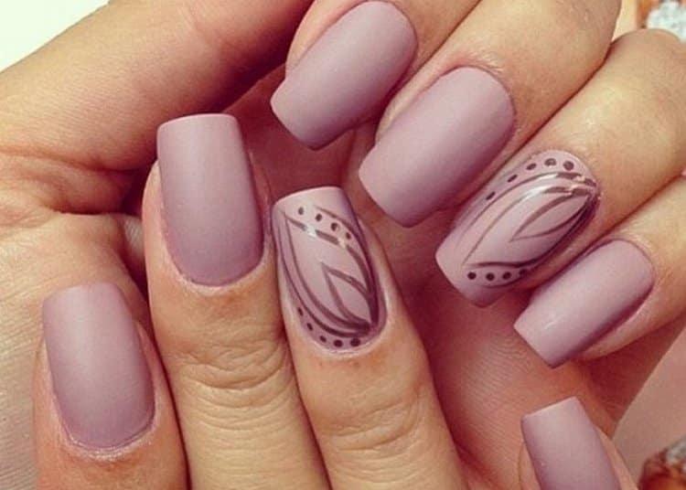 Красивый маникюр пастельных тонов на длинные ногти.
