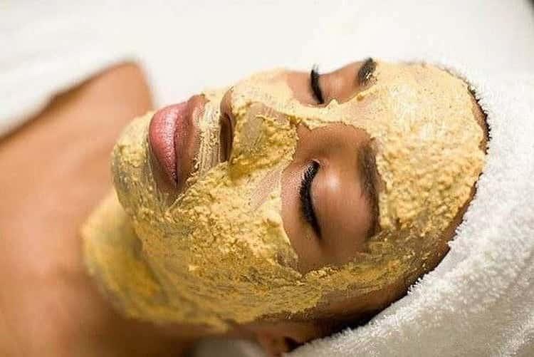 Как готовится маска из тертого картофеля и яблока для лица