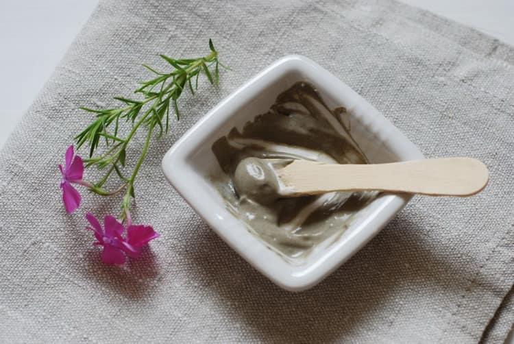 как готовятся очищающие маски для жирной кожи лица