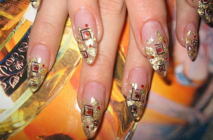 Посмотрите также видео-уроки по созданию. аквариумного дизайна ногтей гелем.