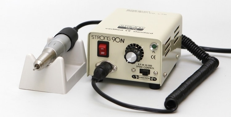 Большой популярностью пользуется аппарат для маникюра Стронг.