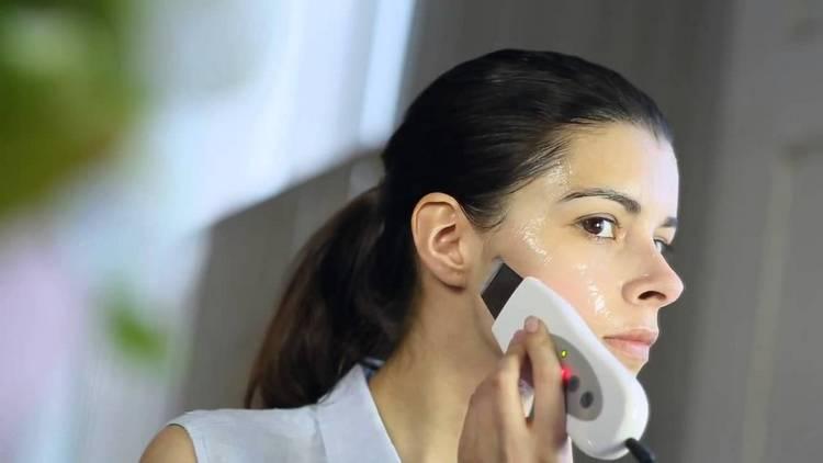 Узнайте, как пользоваться ультразвуковым аппаратом для чистки лица.