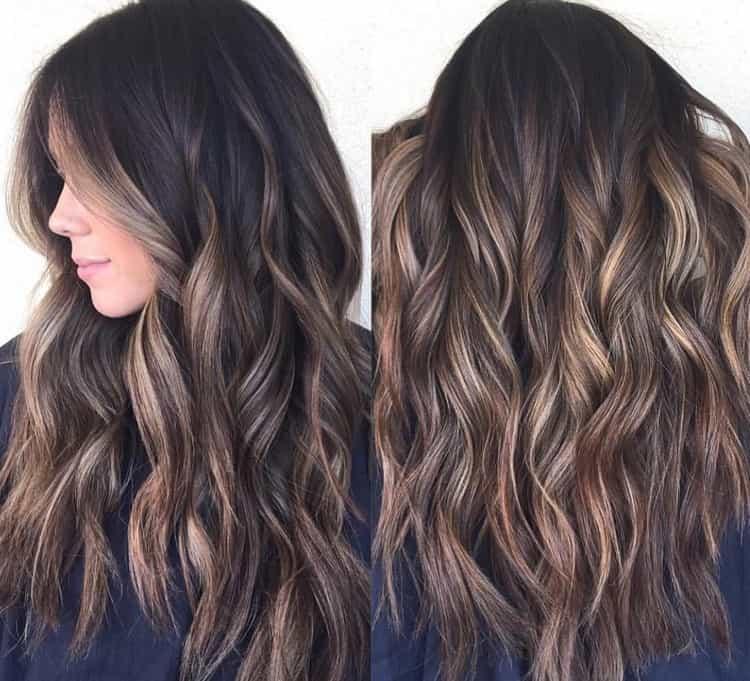 На фото вы можете увидеть удачный балаяж на темные длинные волосы.