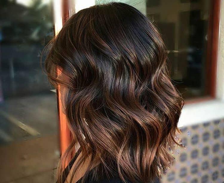 Балаяж можно применять и на темные короткие волосы, как на фото.