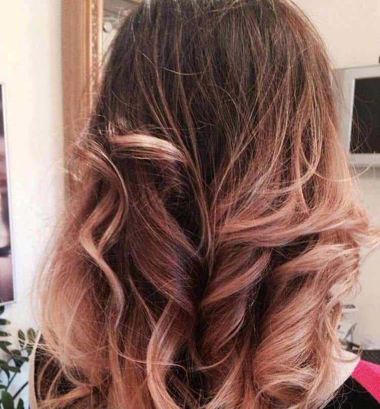 Особенность техники в том, что она позволяет сделать цвет волос более натуральным.