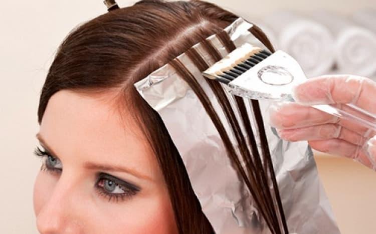 Эта техника предусматривает особое окрашивание волос прядями.