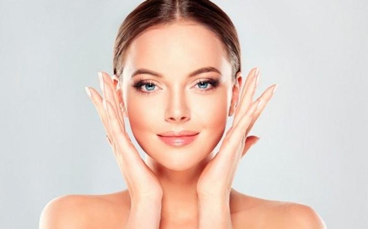 Лицо после чистки у косметолога будет долго выглядеть свежим.