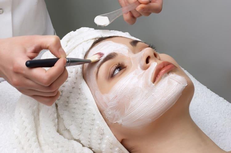 Узнайте, что дает чистка лица у косметолога.