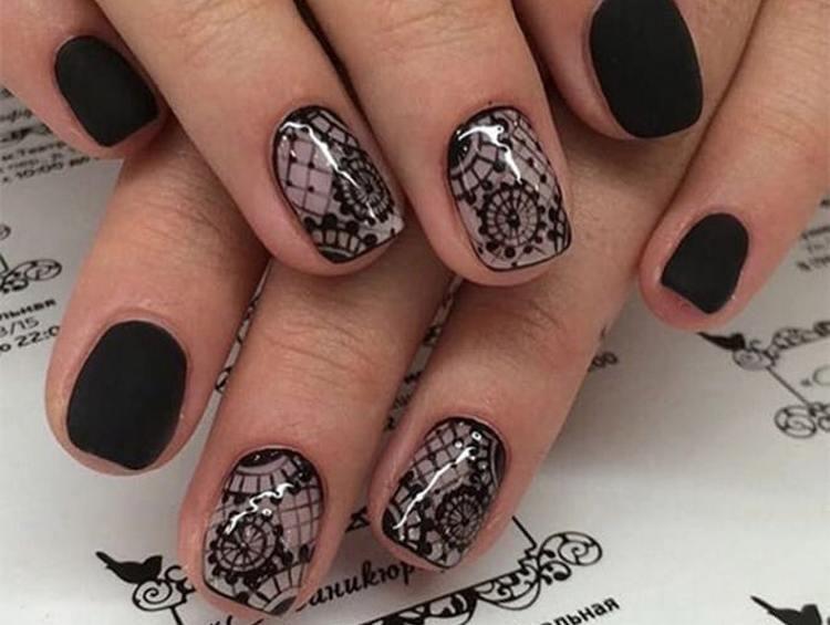 Очень нежно смотрится такая сеточка на ногтях.