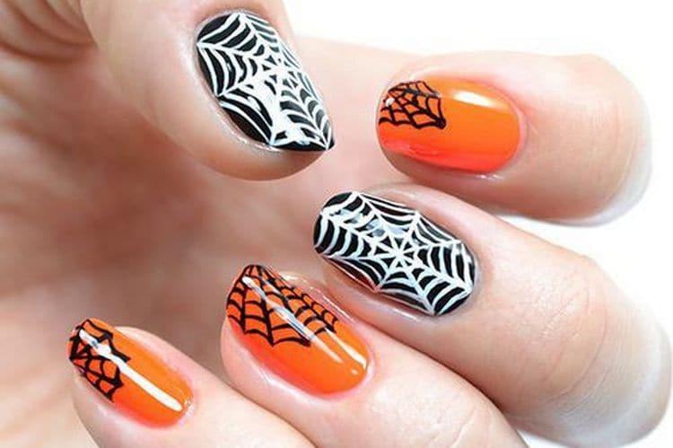 А вот красивый дизайн ногтей оранжевый с черным.