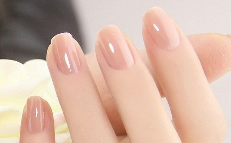 А вот фото простого дизайна ногтей на короткие ногти.