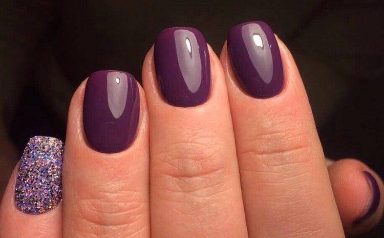 темные лаки на коротких ногтях выглядят очень выгодно.