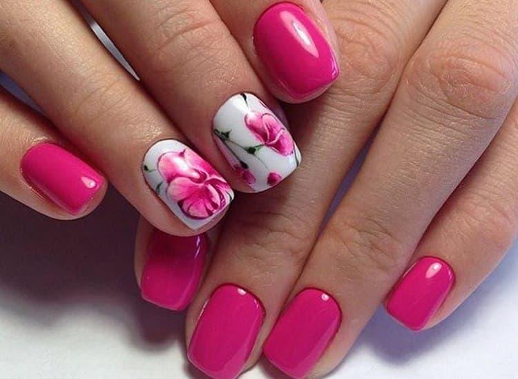 Такой дизайн ногтей подойдет и на короткие круглые ногти.