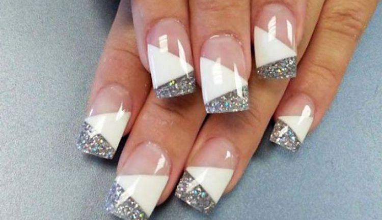 блестки на кончиках ногтей помогут визуально удлинить их.