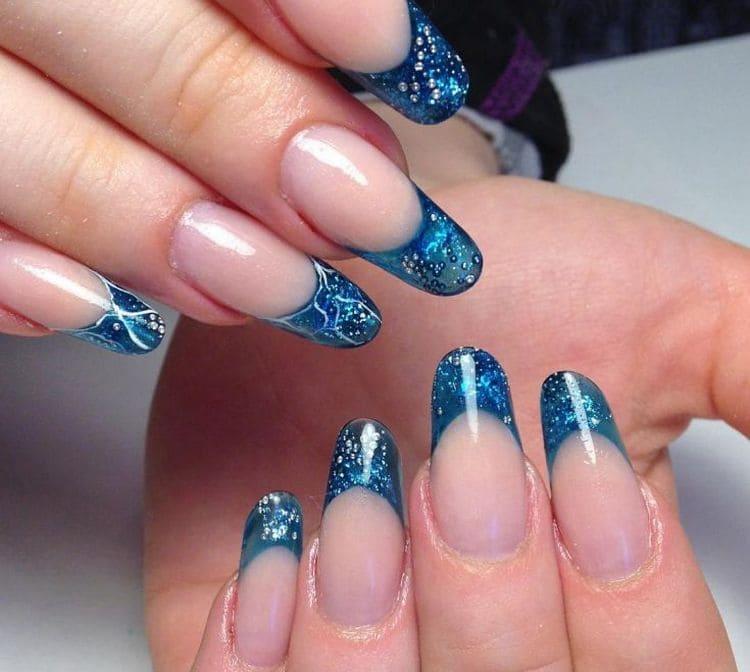 Для нарощенных ногтей очень актуален аквариумный дизайн.