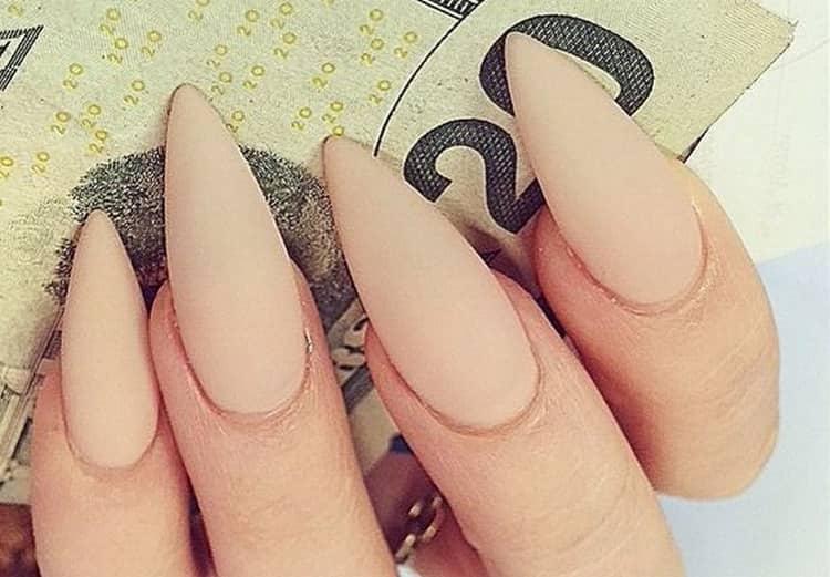 Всегда выигрышным получается дизайн матовых нарощенных ногтей.