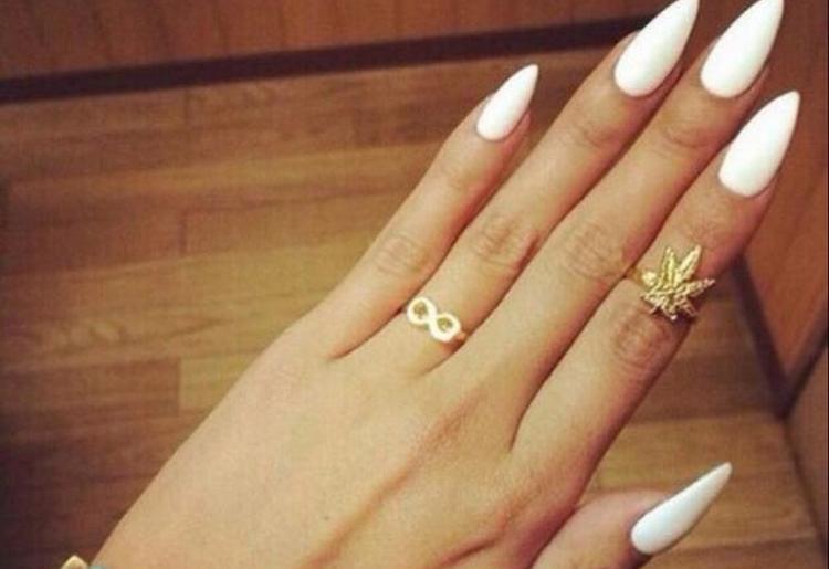 Посмотрите интересные фото дизайна ногтей, нарощенных гелем.