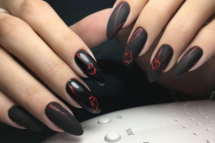 Черный в сочетании с красным поможет выглядеть очень стильно.