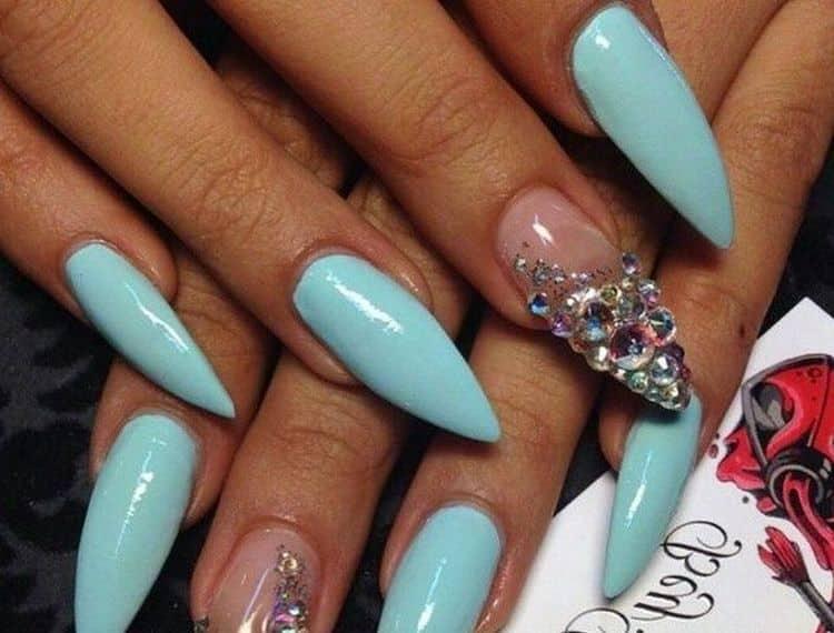 Посмотрите у нас также видео о дизайне нарощенных ногтей.