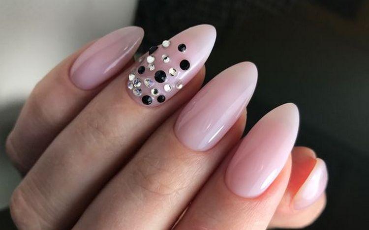 А вот нежный дизайн нарощенных ногтей.