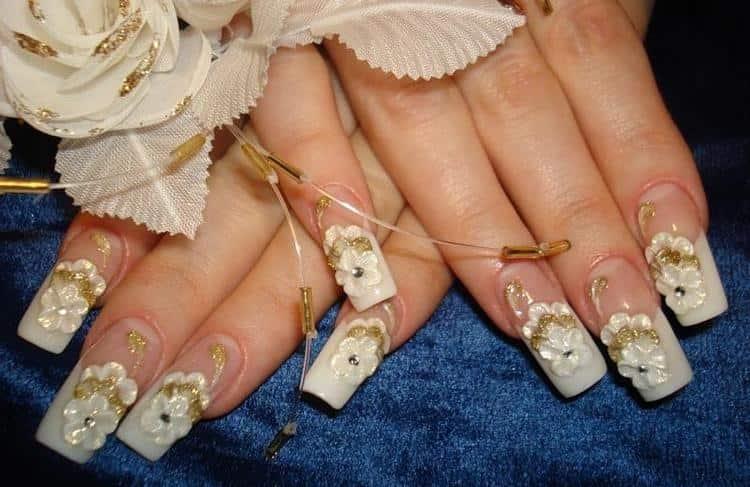 свадебный маникюр для платья цвета шампань.