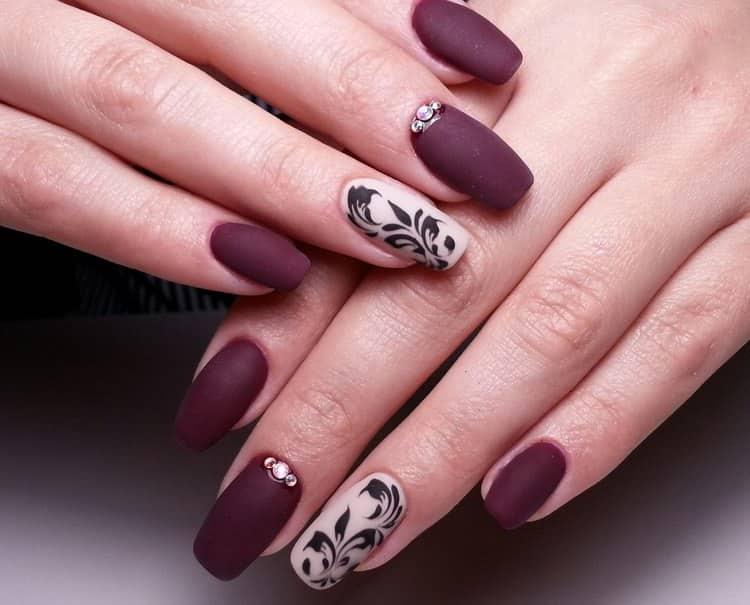 Прелестным можно сделать дизайн нарощенных квадратных ногтей.