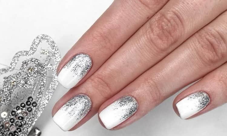А вот дизайн ногтей белый с блестками