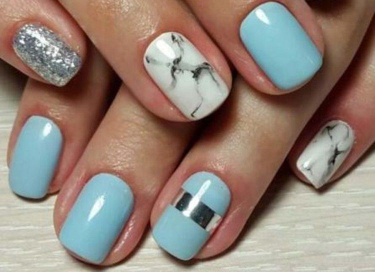 Вот еще одно интересное сочетание голубого и белого на ногтях.