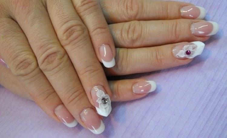 Посмотрите еще интересные фото дизайна ногтей белого цвета.