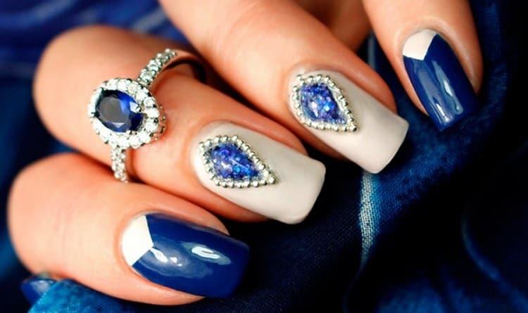А вот фото дизайна ногтей синий с белым.