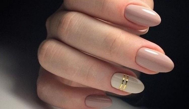 Посмотрите фото дизайна ногтей в бежевых тонах.