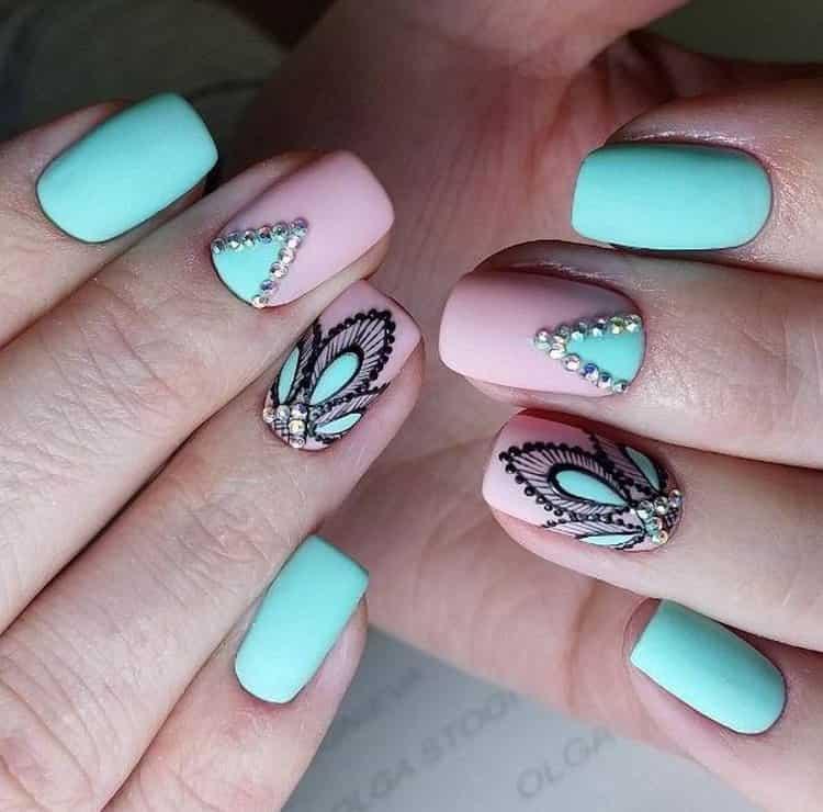 Очень красиво выглядят акцентные пальчики.
