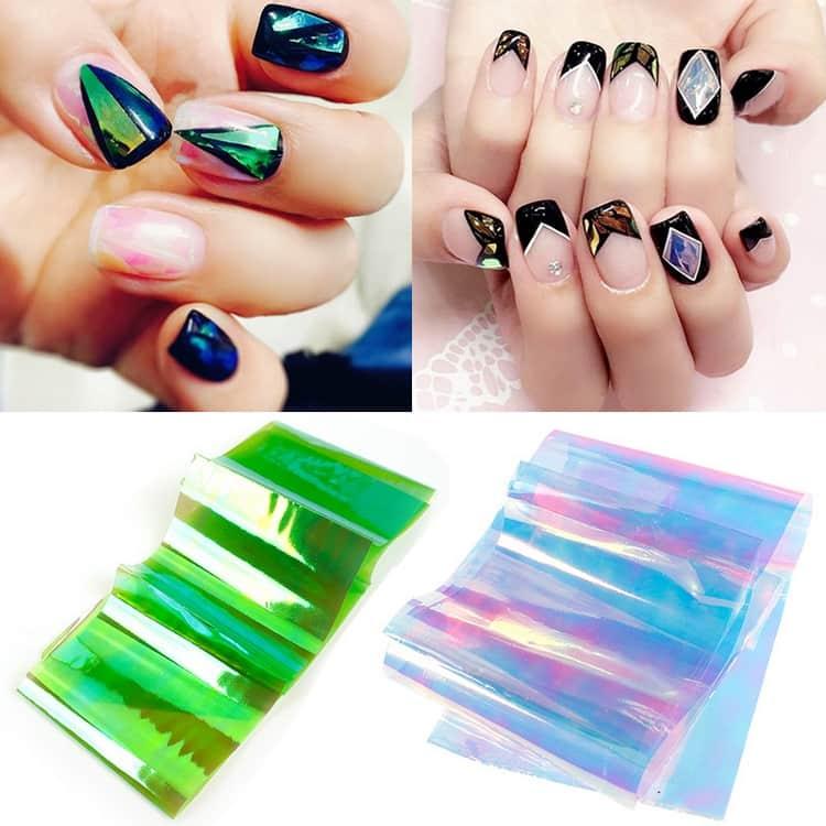 Перед тем как делать дизайн битое стекло на ногтях, надо закупиться специальной голографической пленкой.