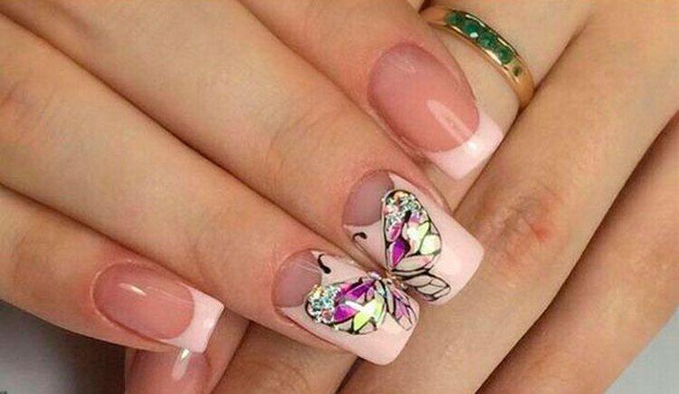 А вот только бабочка на ногтях, выполненная в этой технике.