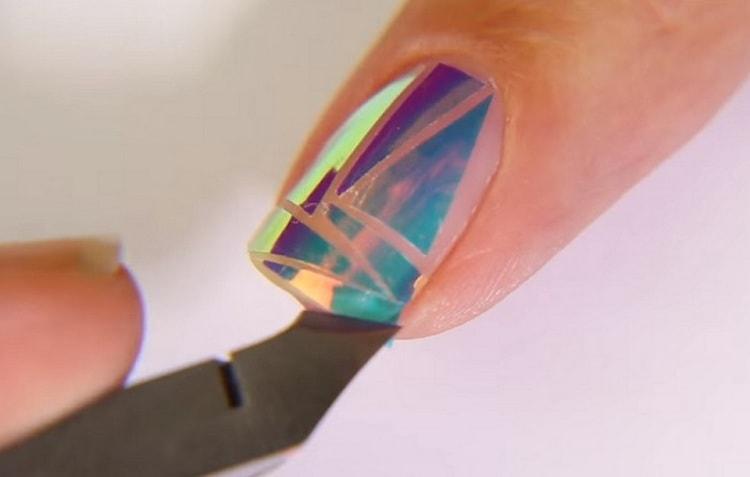 Посмотрите, как делать дизайн ногтей битое стекло пошагово.