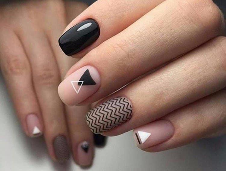 очень стильная геометрия на ногтях.