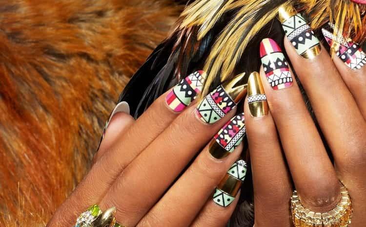 Чрезвычайно стильно выглядят этнические узоры на ногтях.