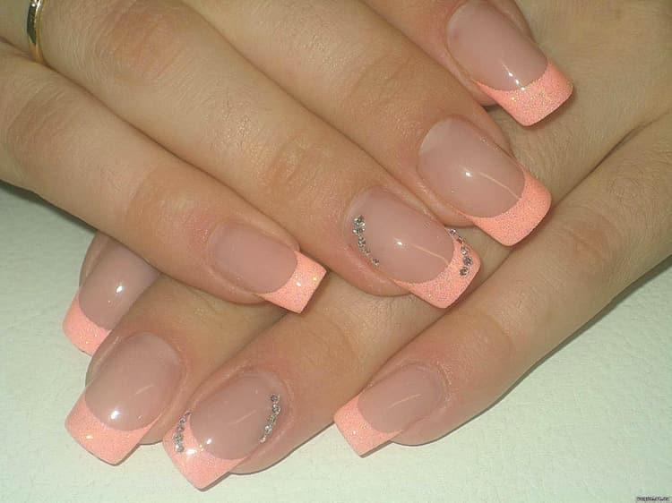 Несложный дизайн ногтей гель-лаком это френч.