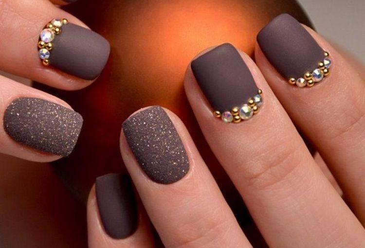 Посмотрите фото дизайна ногтей с покрытием матовым гель-лаком.