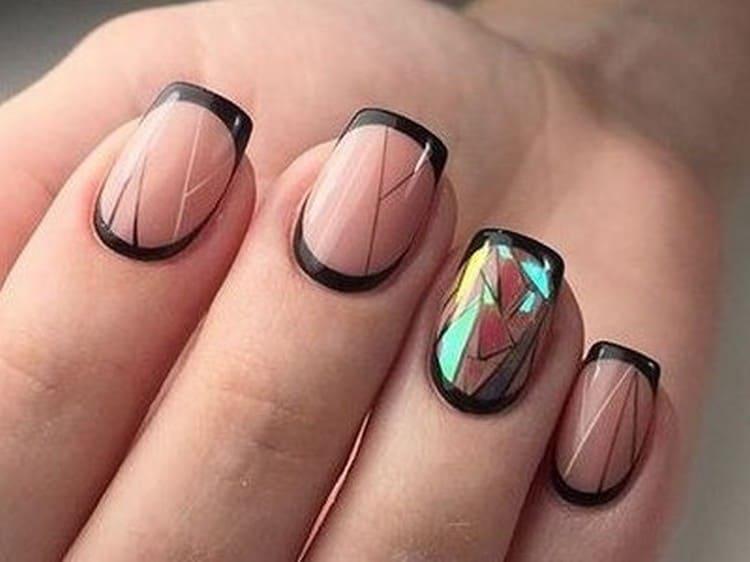 посмотрите также дизайн френча с геометрией на ногтях.