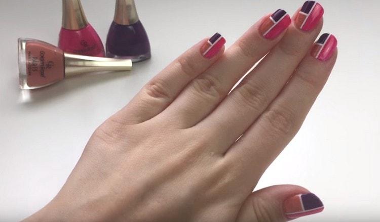 Стильный дизайн ногтей готов!