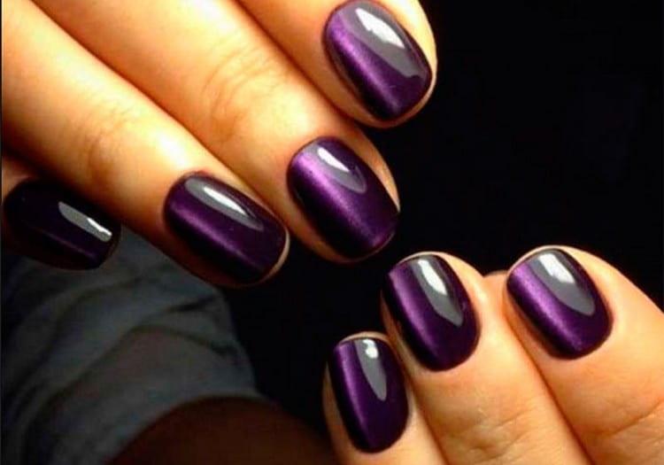 Фиолетовый маникюр будет кстати к вечернему образу.